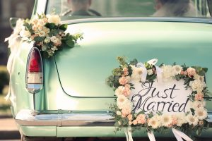 Beautiful,Wedding,Car,With,Plate,Just,Married